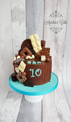 Drip cake with sweets for men