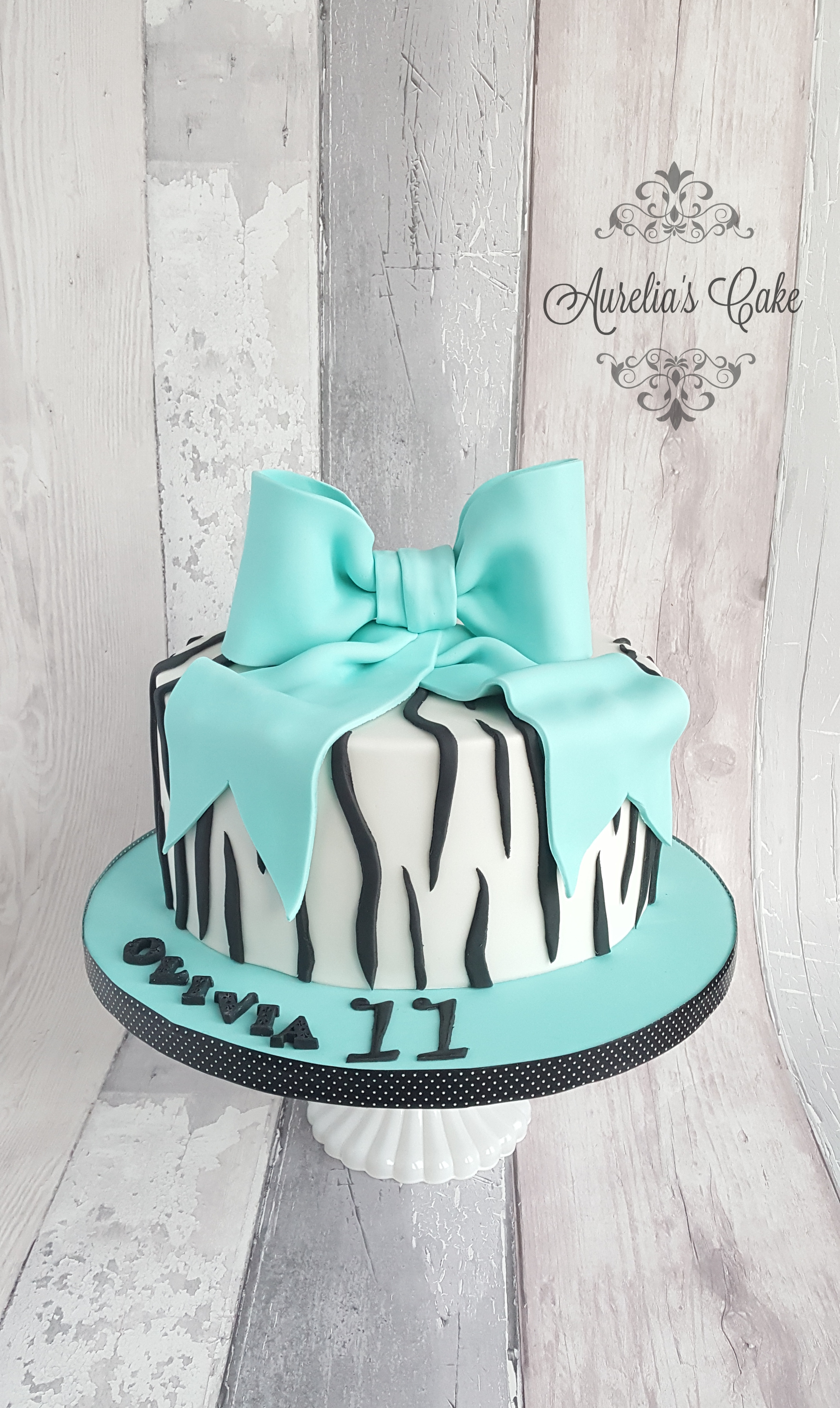 Bow cake_