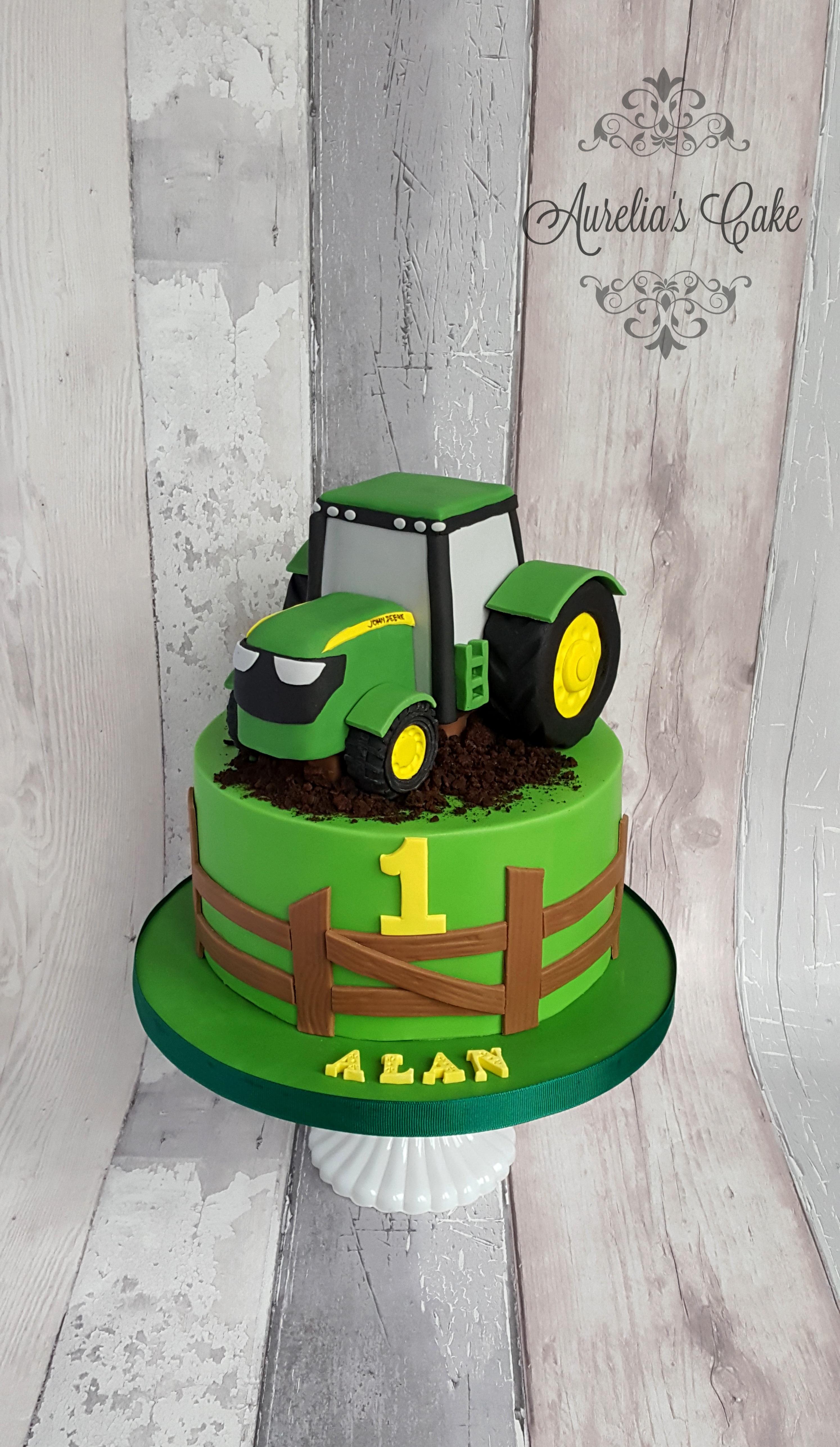 Tractor John Deere cake.