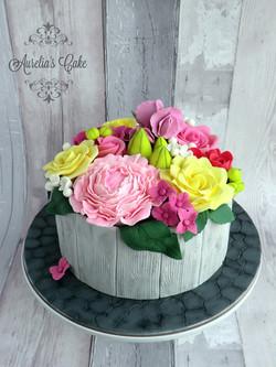 Flower pot cake.