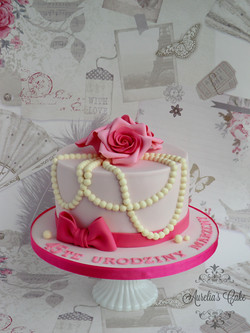 Roses and pearls cake.