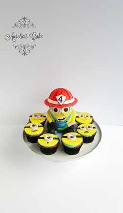 Minion cupcakes_