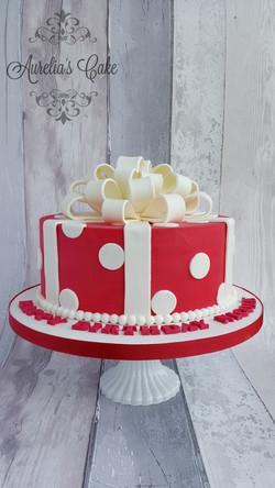 Gift box cake white chocolate ganach