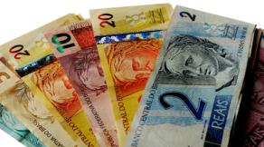 Dilma assina decreto que eleva salário mínimo em 11,6% para R$ 880
