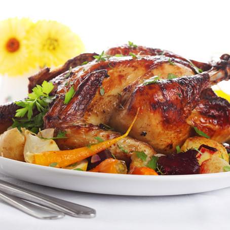 עוף ממולא בבשר, פירות יבשים, צנוברים ועשבי תיבול