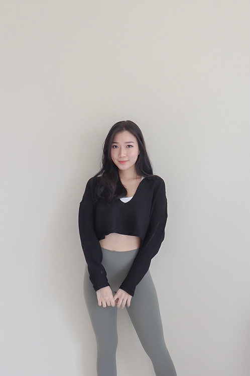 Ariel Cropped Pullover in Black