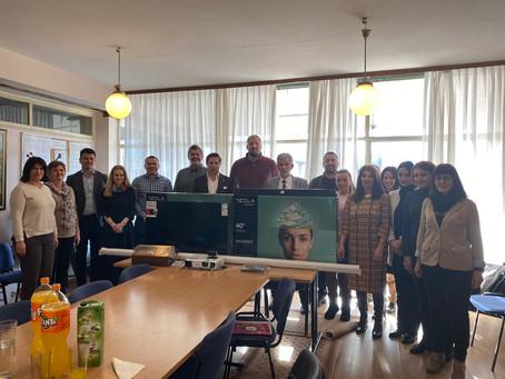 """Predstavnici Rotari kluba Bar su danas uručili donaciju Osnovnoj školi """"Srbija"""""""