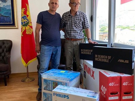 """Naš klub je juče uručio donaciju O.Š. """"Bratstvo i jedinstvo"""" Đuravci."""