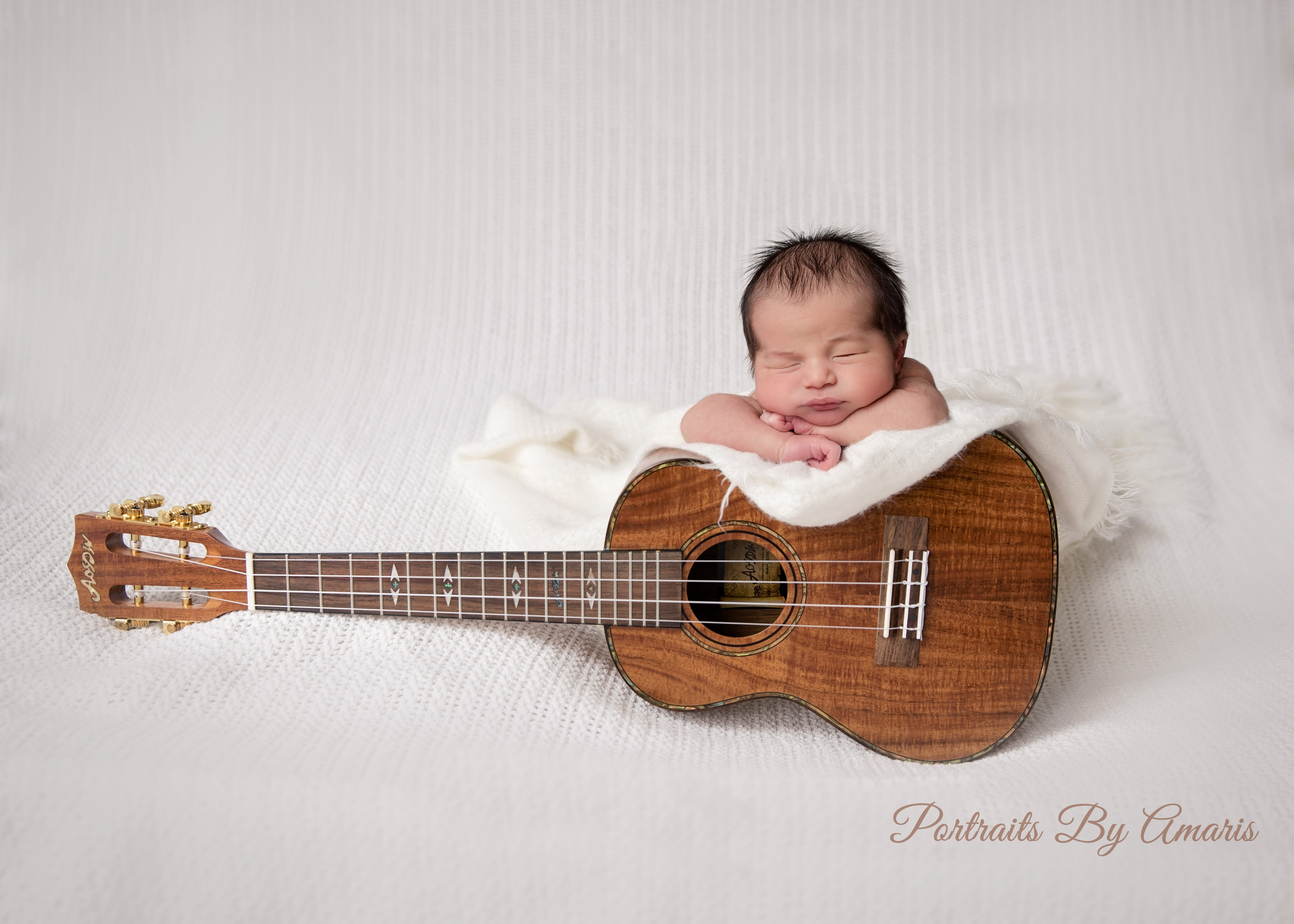 newborn_with_ukele