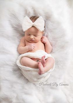 Newborn-girl-big-bow