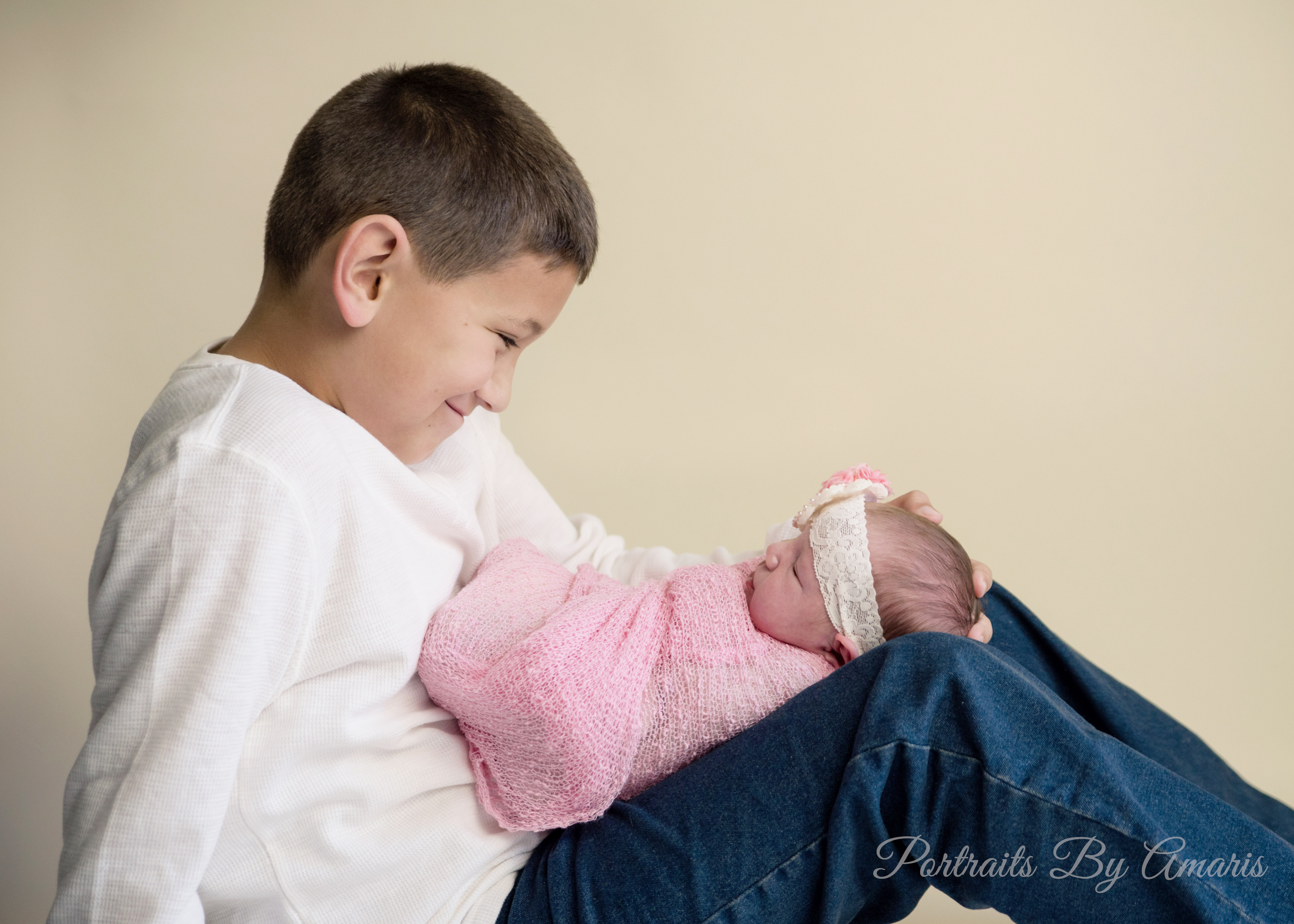 Newborn_girl_with_brother