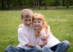 brother-and-sister-outdoor-portrait