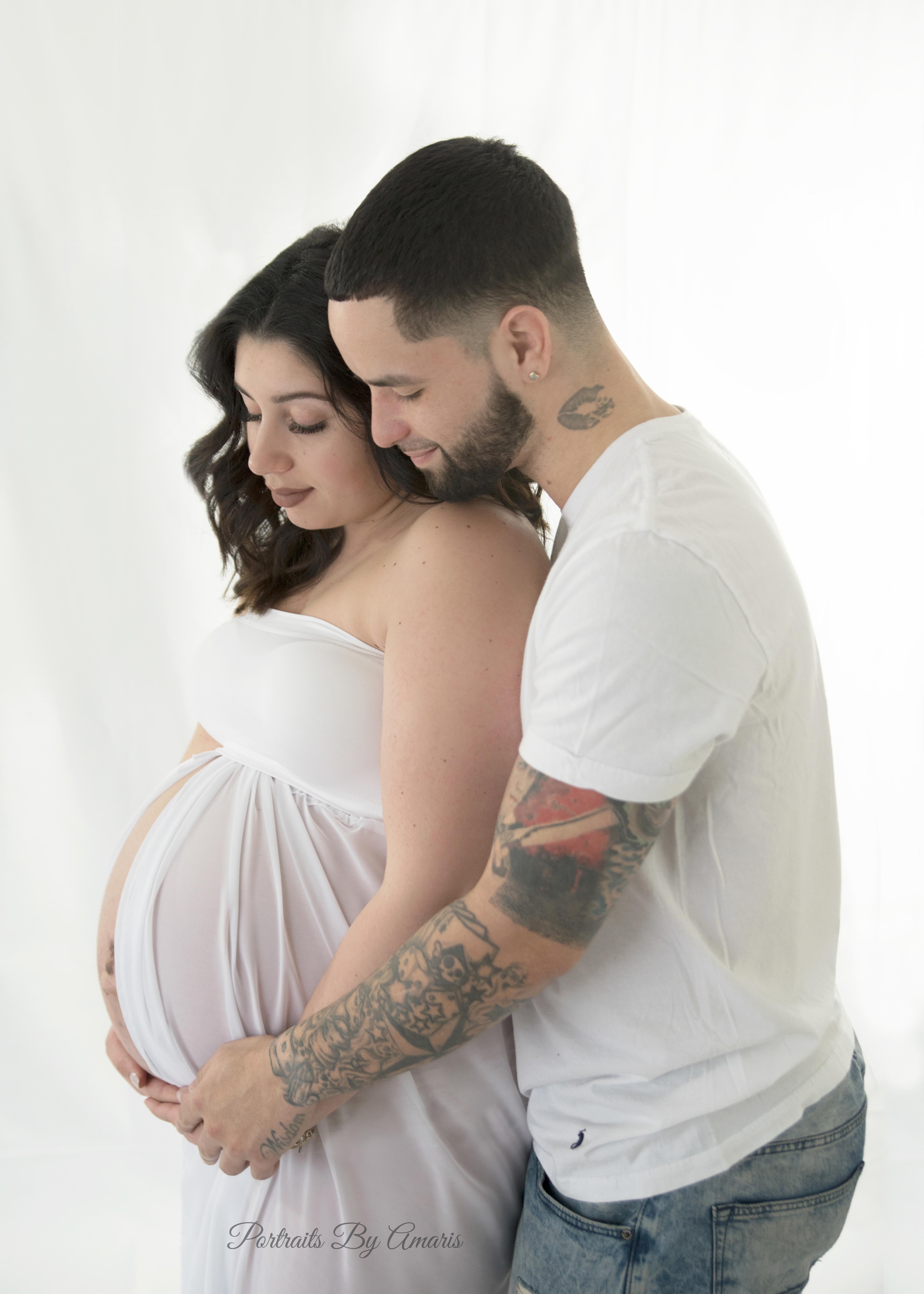 studio-maternity-photo-white-dress