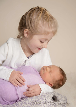 Newborn-with-sister