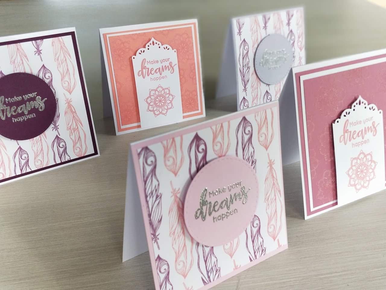 Cartes féminines plumes et mandalas