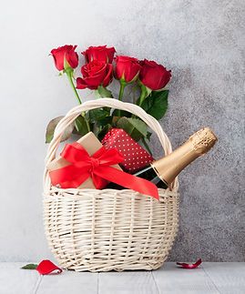 champagne-gifts-and-rose-flowers-QSYLDUJ