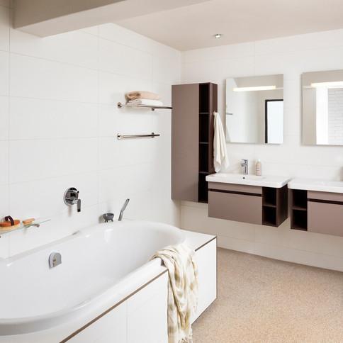GLENDOWER BATHROOM.jpg