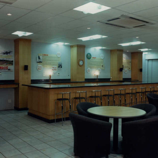 Entertainment Lounge Avis Deborah071.jpg
