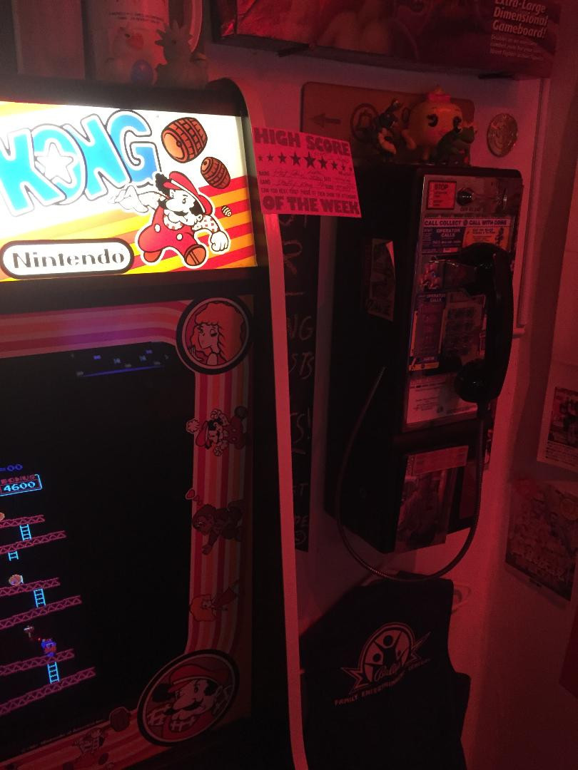 Protel 7000 payphone and Nintendo Donkey Kong arcade game.