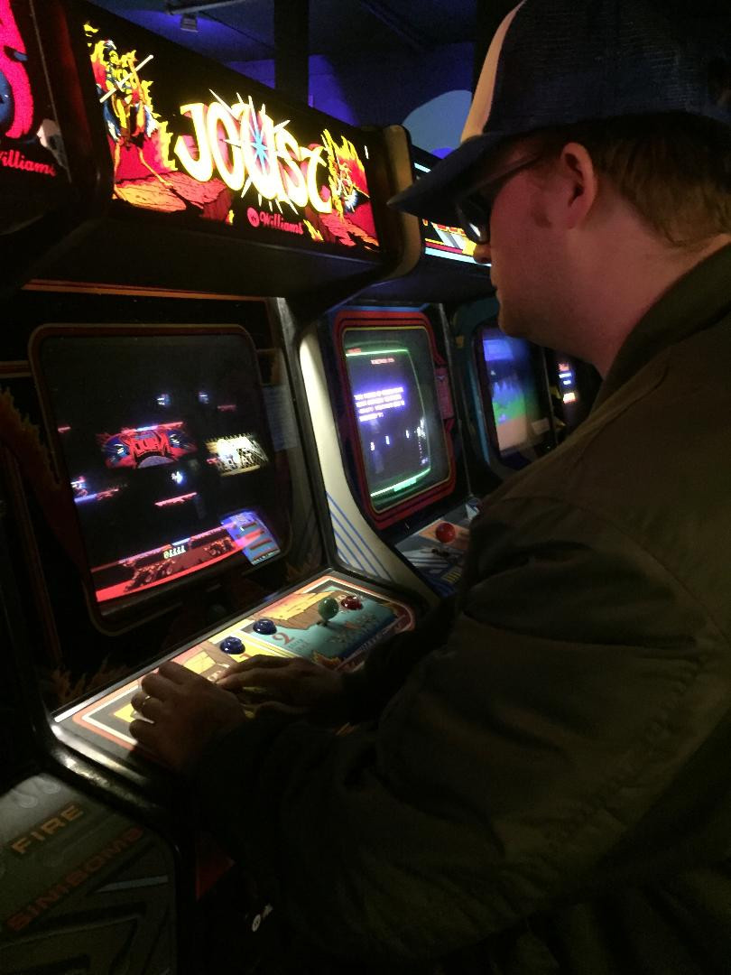 Man playing Williams Joust arcade game. Retroinjection.com.