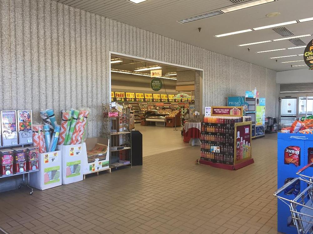 Topps Friendly Markets interior.