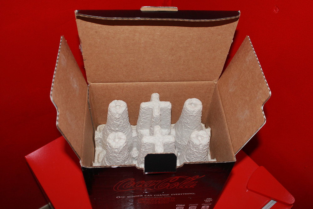 Netflix Stranger Things Season 3 Coke in box