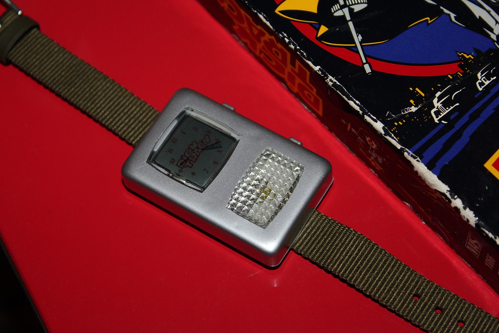 Playmates 1990 Dick Tracy 2-Way Wristwatch with Dick Tracy VHS tape