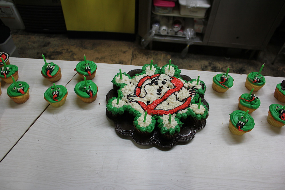Ghostbusters logo and Slimer cupcakes.