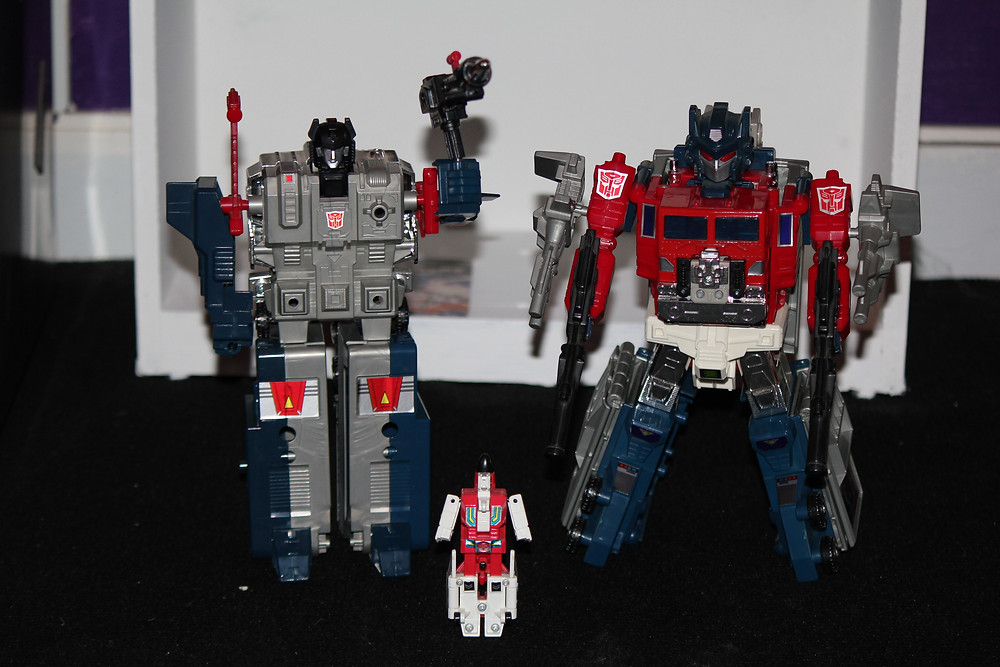 G1 Powermaster Optimus Prime Transformer with God Bomber.