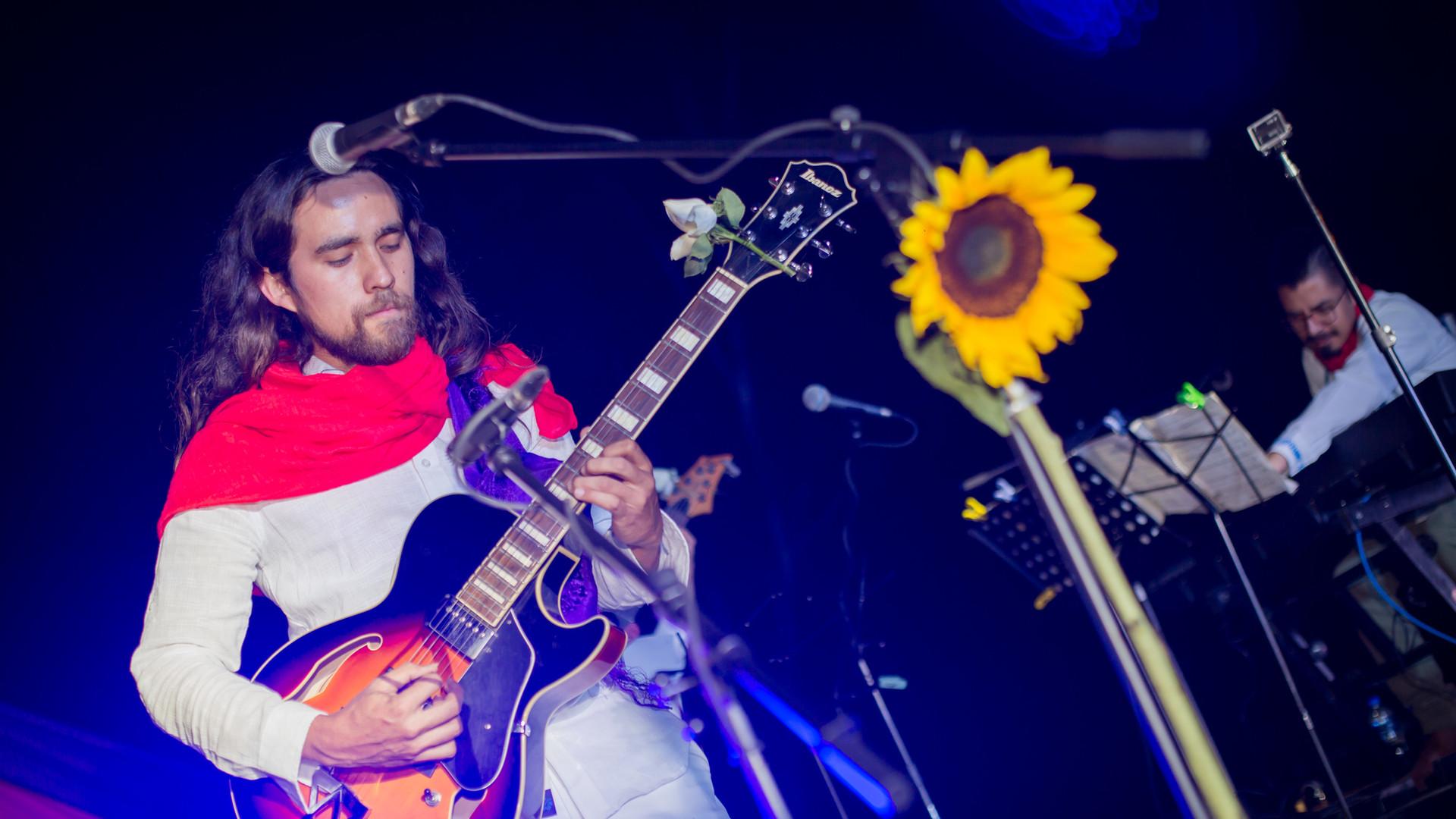 Ollinkan Yehosu'a guitarra