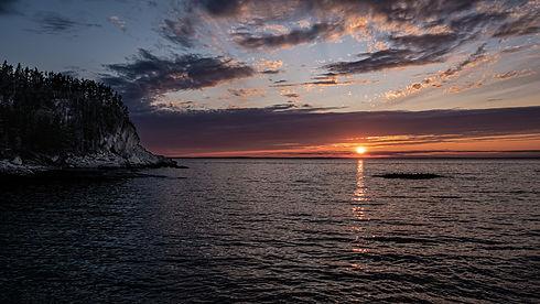 Photo de coucher de soleil, avec vue de l'île au massacre, dans le parc du Bic.