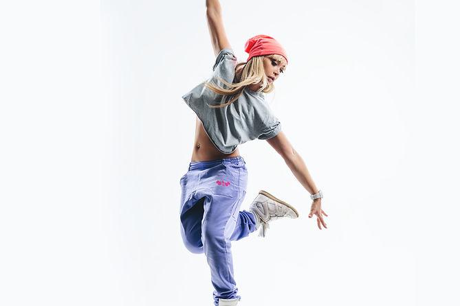 dansen in paarse broek