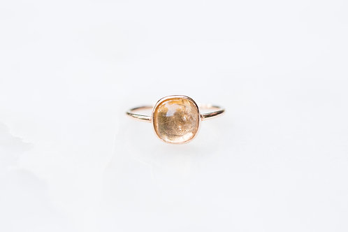 Cabochon citrine ring