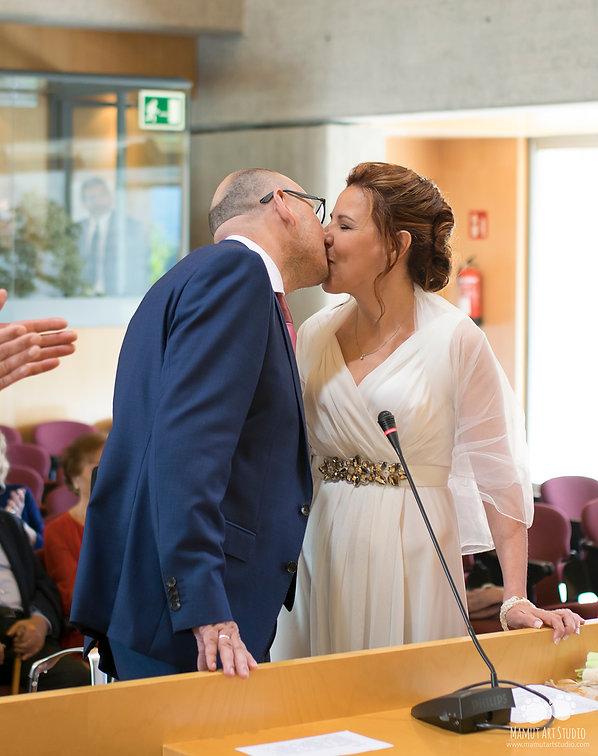 Beso novio y novia