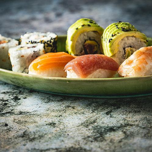 Plateau 24 pièces : californias, makis, sushis et sashimis