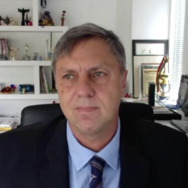 Dr. Paulo Schmitt, consultor jurídico da FDE-PR