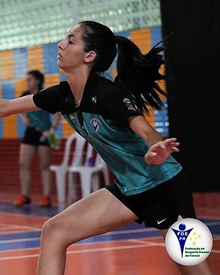 alunos jogando badminton