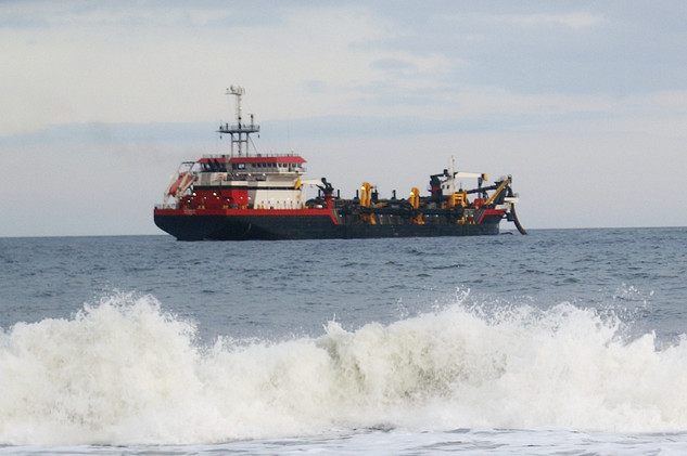 The dredge arrives in Ocean Beach