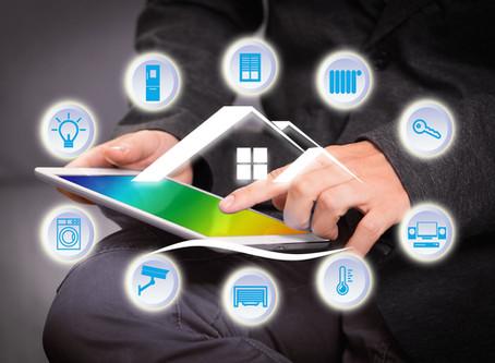Dispositivos esenciales para hacer tu casa inteligente