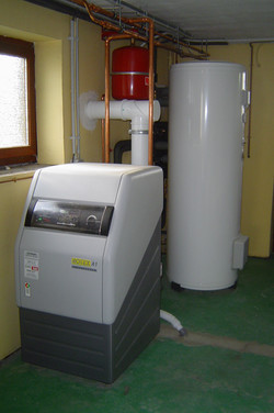 Chaudière_mazout_à_condensation_ROTEX_A1_+_boiler_solaire_300_litres_ELCO.jpg
