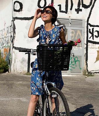 Menina com bicicleta