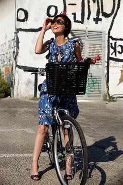 Muchacha con la bici