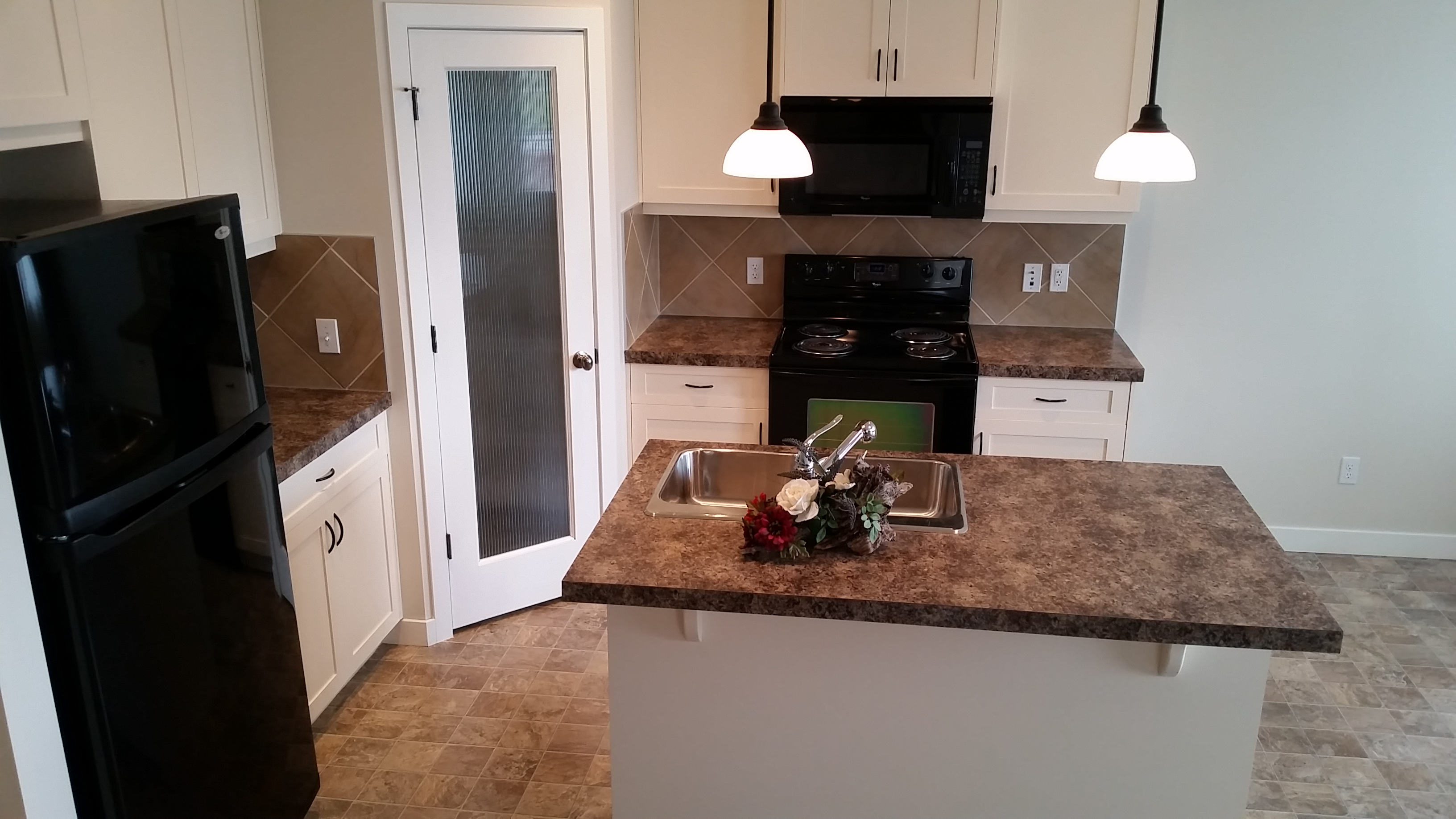 Kitchen with Island and Pantry Close