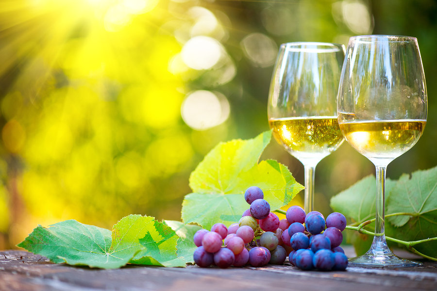 bigstock-Wine-White-Wine-in-wineglass--3