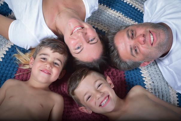 צילומי משפחה בבית, בטבע ובסטודיו