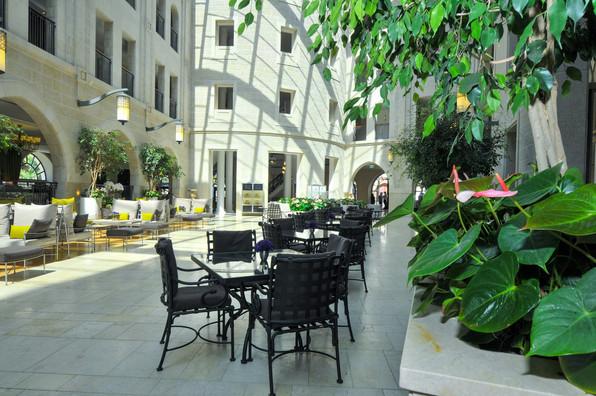 FAN_8693_resize.JPG חצר מלון אסטוריה, ירושלים