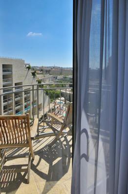 מחלון חדר מלון ממילא ירושלים