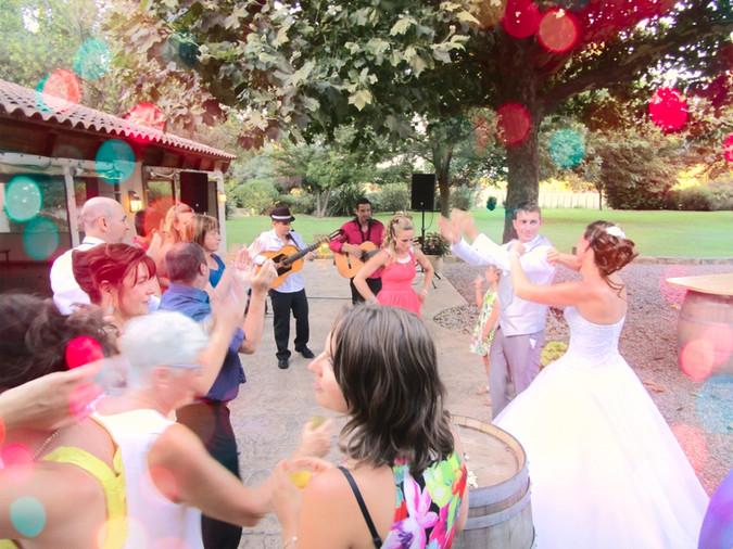groupe de musique pour animation d'apéritif de mariage, Professionnalisme et sérieux, groupe de musique pour votre animation de mariage, vin d'honneur, cocktail animation, qui se déplace partout en France,guitariste flamencoflamenco rumba, musique Gipsy, rumba Catalane
