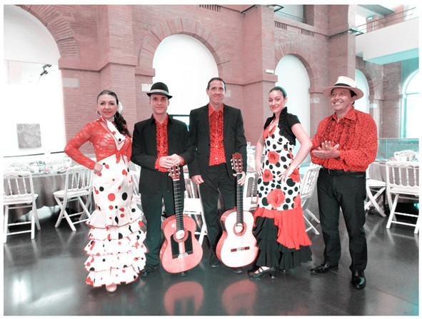 musicien gipsy avec danseuse de flamenco, groupe de musique espagnole, animation sur le thème de l'espagne, flamenco rumba guitariste et danseuse.