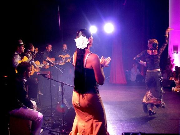 groupe flamenco pour animation de mariage,musicien animateur soirée se déplace dans toute la france,animation mariage lyon,groupe animation musicale, danseuse de flamenco danseuse espagnole flamenco animation soirée anniversaire, animation mariage gard.